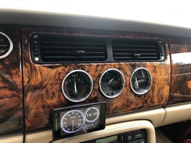 XKR 左ハンドル 04モデル 顧客買取車 ジャガー純正デトロイト20インチ 無償のOPとして純正ヒュドラ18インチ新品タイヤ付きに交換も可能 Rショック交換済 カシミア革 3連メーター化 6速AT(15枚目)