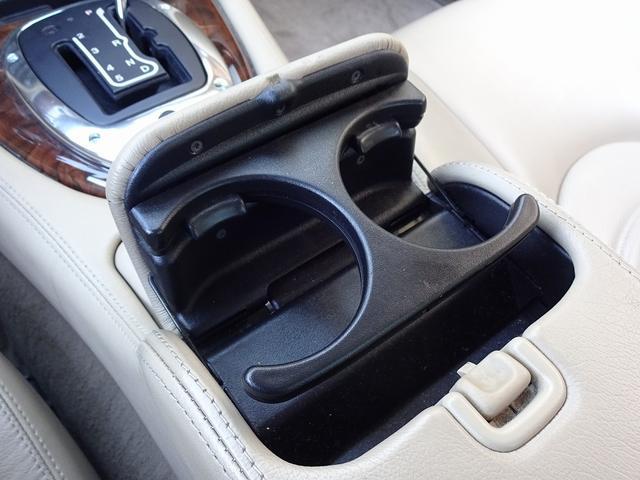 XKR 左ハンドル 04モデル 顧客買取車 ジャガー純正デトロイト20インチ 無償のOPとして純正ヒュドラ18インチ新品タイヤ付きに交換も可能 Rショック交換済 カシミア革 3連メーター化 6速AT(18枚目)