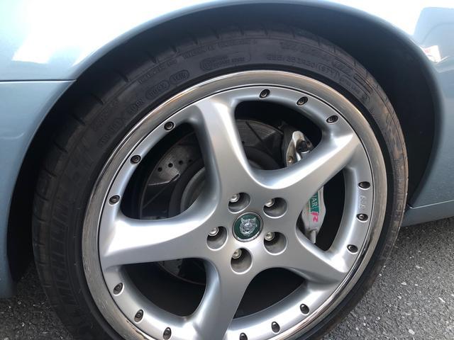 XKR 左ハンドル 04モデル 顧客買取車 ジャガー純正デトロイト20インチ 無償のOPとして純正ヒュドラ18インチ新品タイヤ付きに交換も可能 Rショック交換済 カシミア革 3連メーター化 6速AT(21枚目)