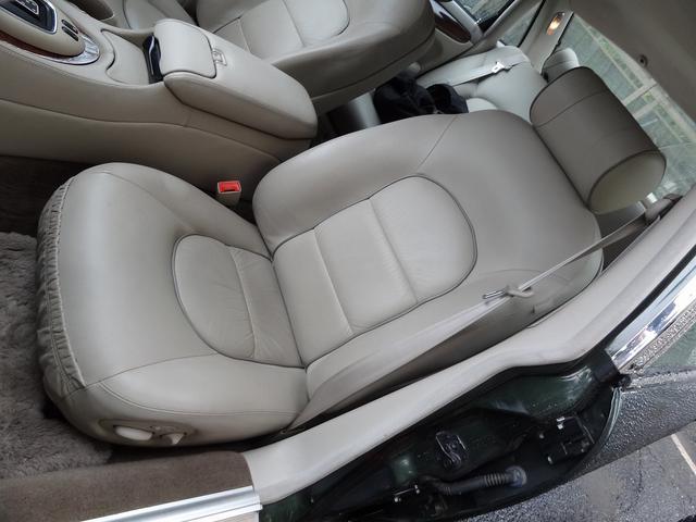 運転席の清潔感溢れるシートを御覧頂いた後の助手席ですので自ずと状態は想像出来ると思います。運転席と同様に不快感とは無縁の清潔感溢れるシートとなっております。