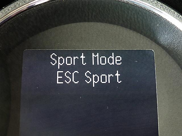 R.S.ドライブスイッチで「ノーマル」「スポーツ」「レース」の3つのモードを選択。ステアリングやエンジンレスポンスの設定が各自に最適化されます。