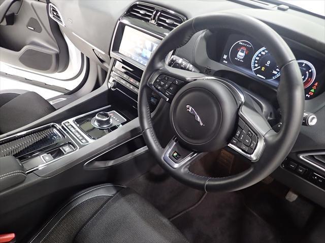 ジャガー ジャガー Fペース R-スポーツ20d全方位駐車補助ACC車線維持BSM電リヤ