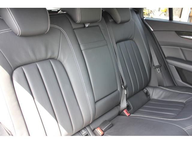 後席も艶・張り共にしっかりしており、目立つ損傷もございません。好感の持てるコンディションです♪
