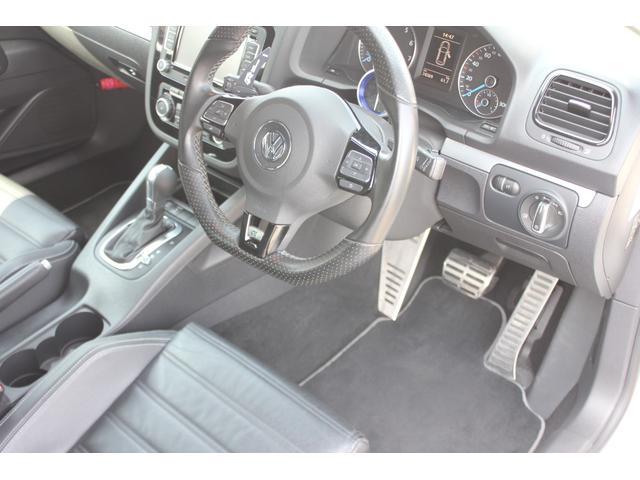 一番多く使われる運転席でございますが、目立った損傷もなく好感のもてる状態を保ております♪