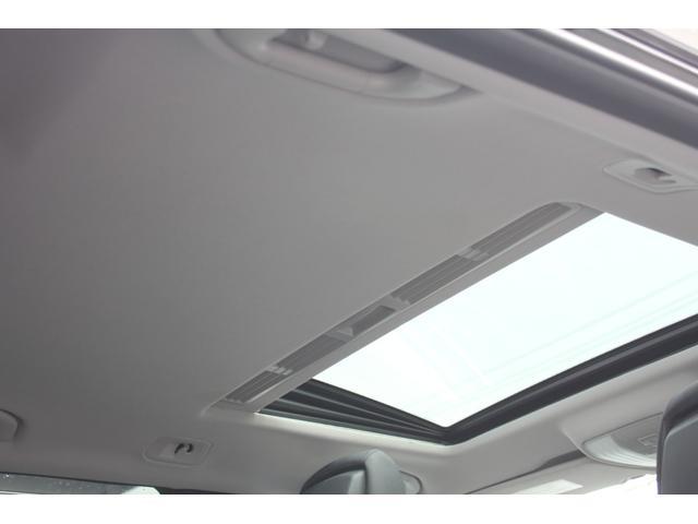 パノラミックスライディングルーフも装備しております!天井も垂れることなく、良好なコンディションです!禁煙車ならではのコンディションでございます。