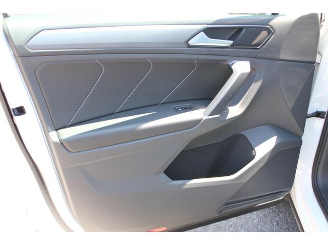 助手席側ドアトリムにも大きなダメージ等少なく好感のもてる状態を保っております。