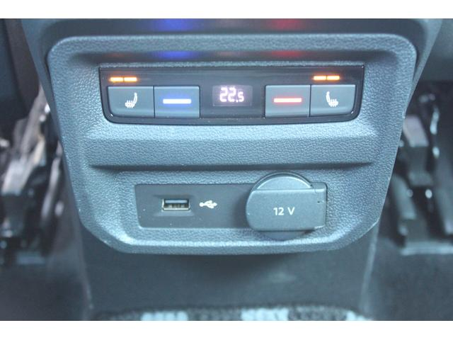 後席も温度調整が可能でございます!シートヒーターも装備されております♪