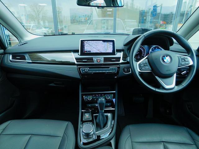 218dアクティブツアラー ラグジュアリー 黒革電動シート LEDヘッドライト 17インチアロイホイール SOS ミラーETCBカメラ 前車追従クルコン 前後センサー ヘッドアップディスプレイ USB シートヒーター BT オートトランク(7枚目)