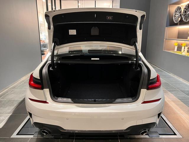 320i Mスポーツ コンフォートパッケージ LEDライト 18インチAW ハーフレザー電動シート シートヒーター 前後センサー バックカメラ オートトランク コンフォートアクセス Bluetooth 前車追従機能(8枚目)