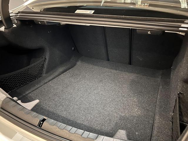 320i Mスポーツ コンフォートパッケージ LEDライト 18インチAW ハーフレザー電動シート シートヒーター 前後センサー バックカメラ オートトランク コンフォートアクセス Bluetooth 前車追従機能(9枚目)