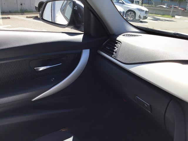 320dツーリング 電動シートLEDヘッドライト前後PDCシートヒーター前車追従機能アルミトリムLEDヘッドライト前後障害物センサー16インチアロイホイール社外ドラレコ社外フルセグCD/DVD音楽ライブラリ(26枚目)
