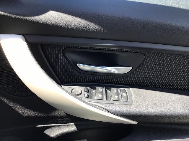 320dツーリング 電動シートLEDヘッドライト前後PDCシートヒーター前車追従機能アルミトリムLEDヘッドライト前後障害物センサー16インチアロイホイール社外ドラレコ社外フルセグCD/DVD音楽ライブラリ(41枚目)
