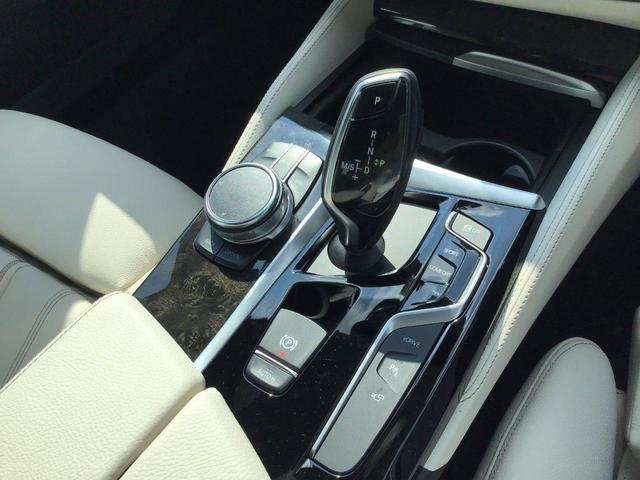 530e Mスポーツ アダプティブLEDヘッドライト トップビューカメラ 全方位センサー ホワイトレザーシート シートヒーター ヘッドアップディスプレイ ジェスチャーコントロール 前後純正ドライブレコーダー(20枚目)