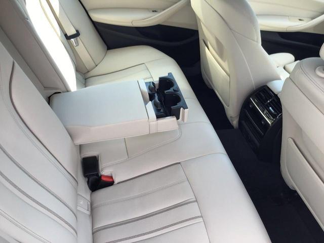 530e Mスポーツ アダプティブLEDヘッドライト トップビューカメラ 全方位センサー ホワイトレザーシート シートヒーター ヘッドアップディスプレイ ジェスチャーコントロール 前後純正ドライブレコーダー(32枚目)