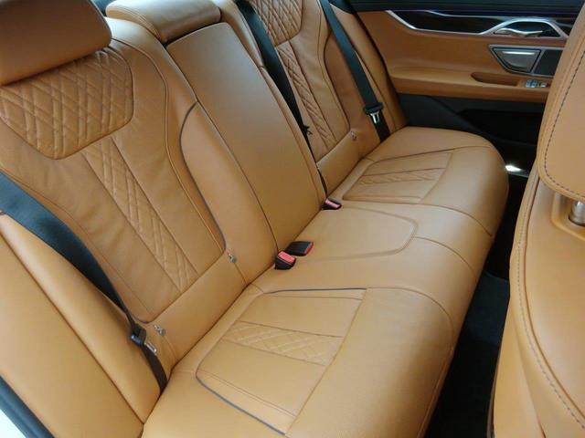 BMW BMW 750i Mスポーツ 茶革・サンルーフ・ACC・20インチ