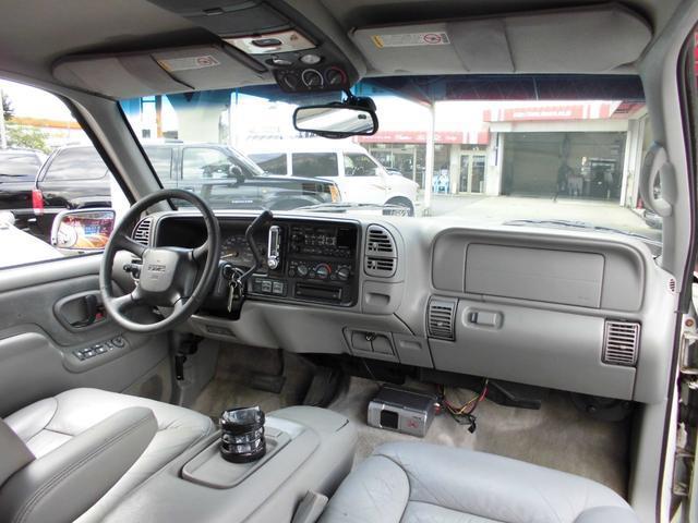 GMC GMC サバーバン ノーマルSLT4WD 当社買戻し 1年保証