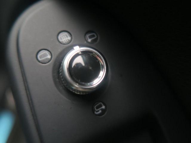 ●電動格納ミラー『お手元のスイッチひとつで鏡面の調整だけでなく、開閉動作まで電動で行うことが可能です!』