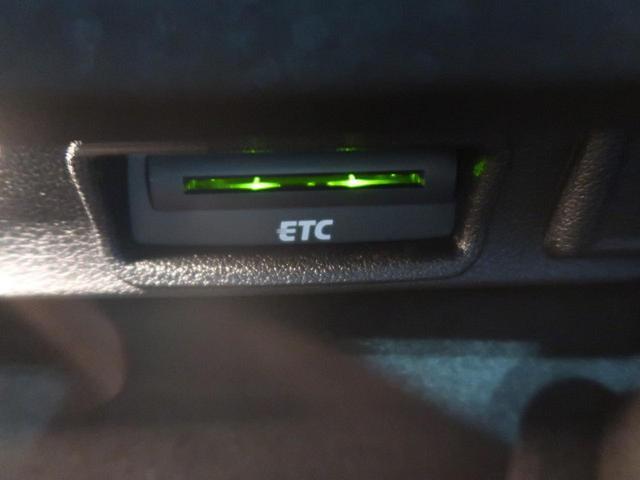 ●スタートストップシステム(アイドリングストップ機構)『信号待ちなどの車両停止時にエンジンストップさせ無駄な燃料消費を防ぐこと、そしてCO2排出も抑え環境にも優しい仕様の車両です。』
