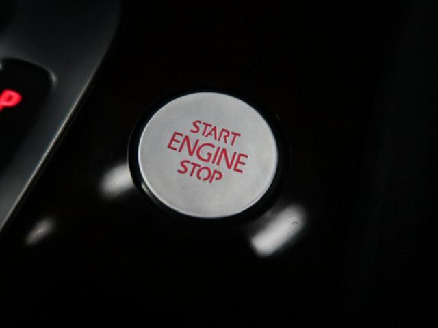 ●オンロード・オフロード『オンロード走行では前後40:60に駆動力を配分。路面状況によっては、センターデフに内蔵された電子制御マルチプレートデフロックが、前後100%ずつ自動で配分してくれます。』