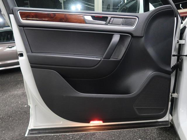 ●運転席側ドアパネル『使用頻度の高いドアパネルですが、ご覧通りきれいな状態を維持しております。』