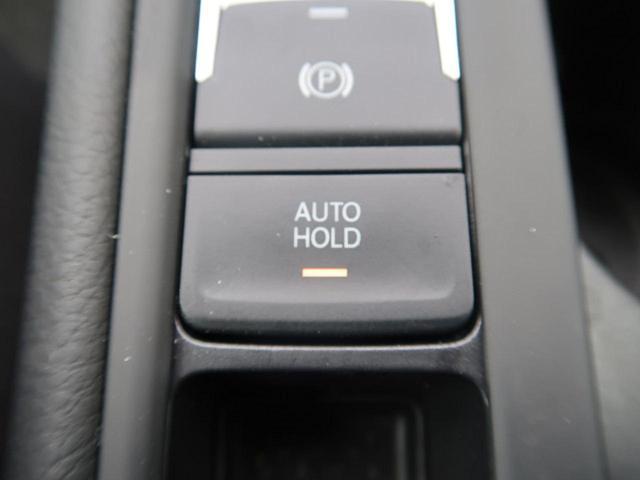 ●オートホールド機能『停車中にブレーキペダルから足を放しても、ブレーキを自動的に制御して、車両の停車状態を保持する機能です。』