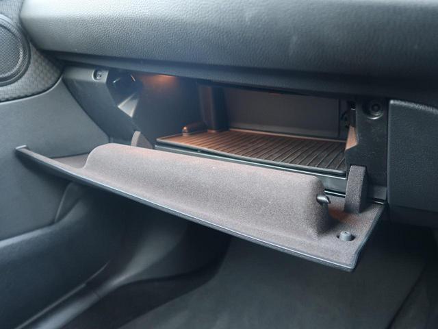 ●グローブボックス『助手席前方のグローブボックスにも十分なスペースを確保。』
