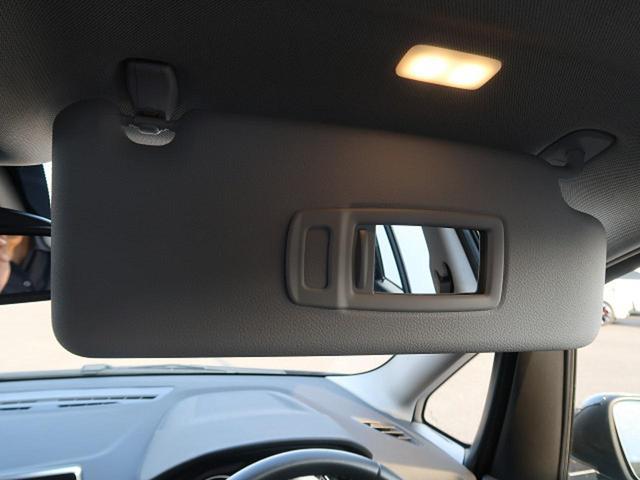 ●バニティーミラー『運転席・助手席には、車内で簡単にメイクや髪形をチェックできる照明付きバニティーミラーが装備されています。』