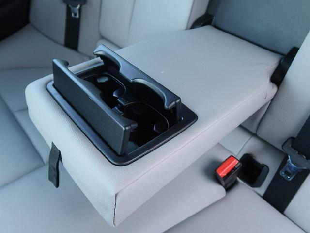 ●後席用カップホルダー『カップをホールド可能。安定感もばっちりです。』
