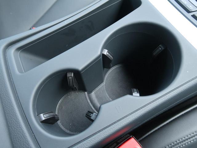 ●前席用カップホルダー『フロント用に2口装備。』