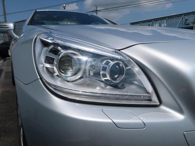 ●キセノンヘッドライト『走行状況や天候に応じて最適なモードを自動で選択する先進技術を駆使した装備です。照射範囲を大幅に拡大することで良好な視界を確保し安全性をサポートする装備です。』