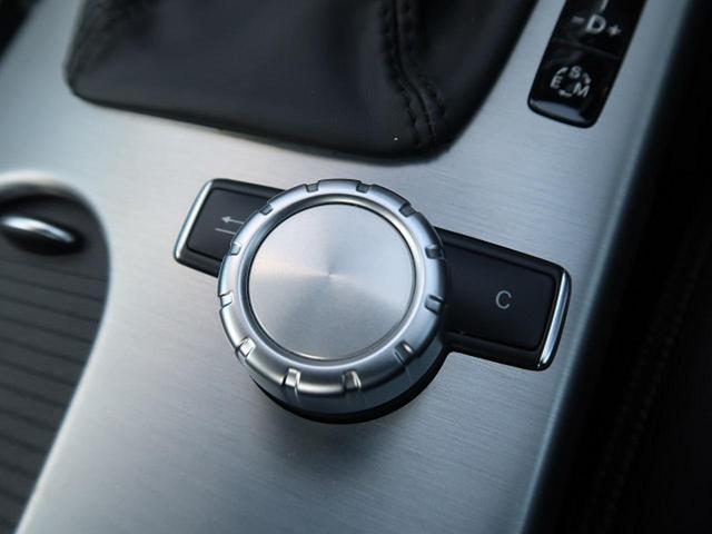 ●COMANDシステム『ナビの操作はパネルにあるボタンに加え、こちらのダイヤルでも行なえます!』