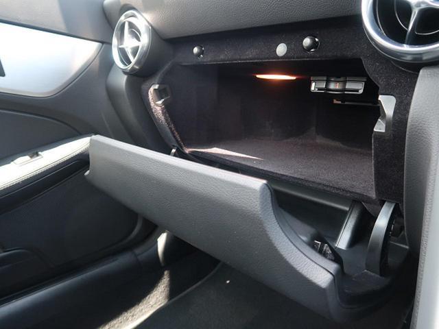 ●グローブボックス『助手席前方のグローブボックスには十分な収納スペースを確保。』