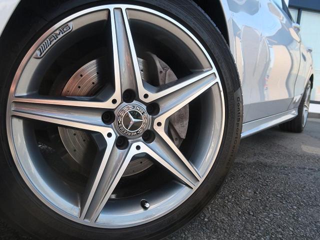 ●純正18インチアルミホイール『中古車では気になるタイヤの山もしっかり残っております。タイヤやアルミの交換なども安価で承ることも可能です。お気軽にご相談ください。』
