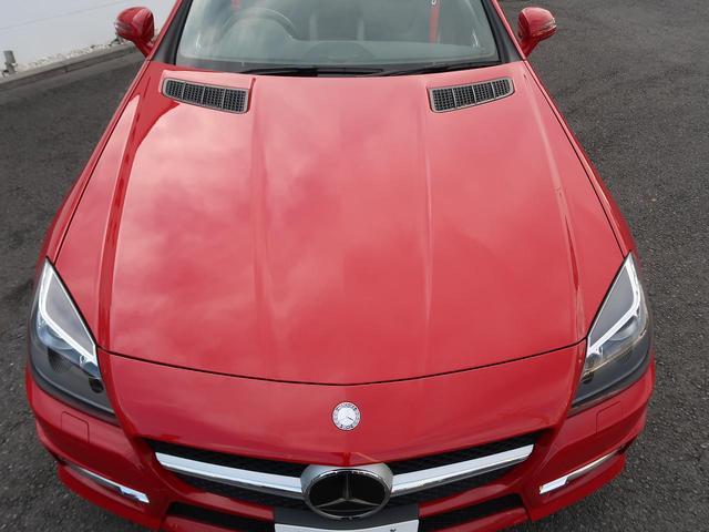 ●ボンネットライン『SLSAMG・SLなどのモデルと共通しているこのボンネットラインはベンツのスポーツカーの象徴的デザインになっています。』