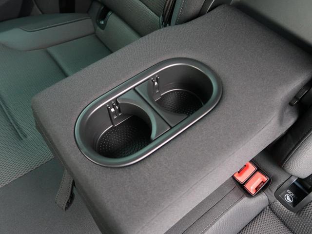 ●後部席用ドリンクホルダー『後部座席にも2口装備。』