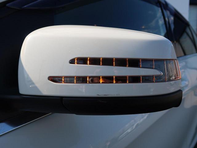 ●アローウィングデザイン・ウィンカードアミラー『対向車からの視認性の高いウィンカーミラー!当然電動格納式ミラーです!』