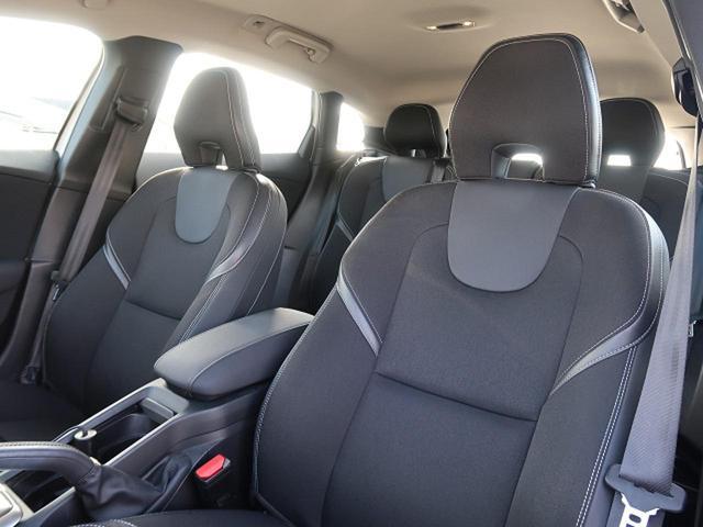 ●ハーフレザーシート●シートヒーター(前席)●パワーシート(運転席)『高級感溢れるシート材質や機能は、ドライバーを魅了し快適なドライビングを演出します!』