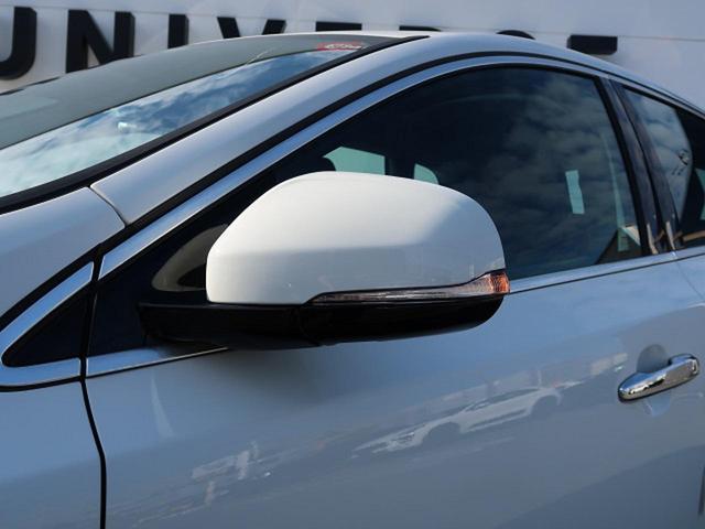 ●ウィンカードアミラー『対向車からの視認性の高いウィンカーミラー!当然電動格納式ミラーです!』