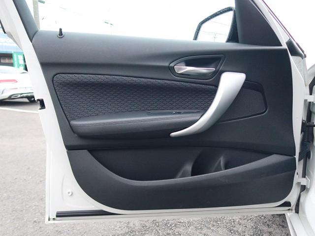 ●助手席側ドアパネル『使用頻度の高いドアパネルですが、ご覧の通りきれいな状態を維持しております。』