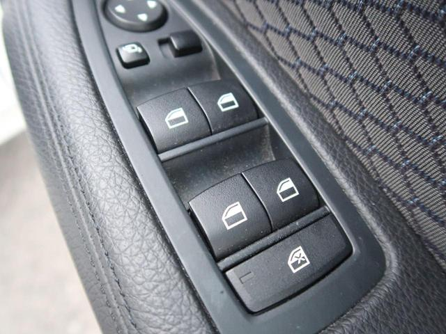●ウィンドウスイッチまわり『使用頻度が多い運転席側のスイッチまわり。目立つ傷もなく綺麗な状態を保っています。』