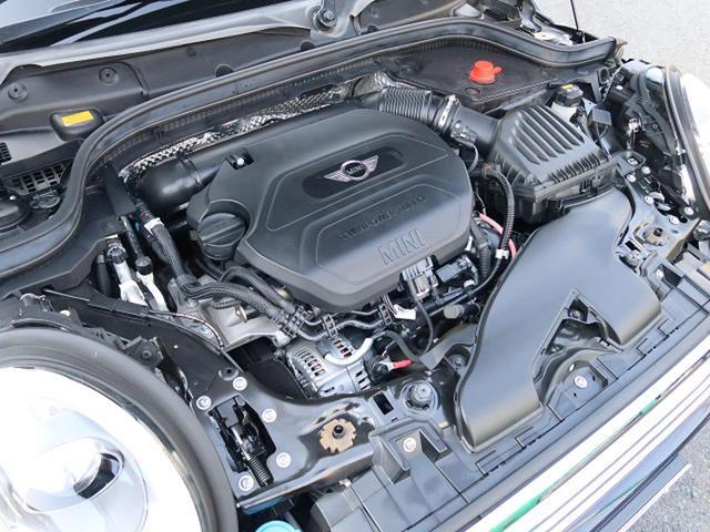 ●直列4気筒ターボエンジン『入庫時の状態もとても良く、エンジン機関も良好!ぜひ一度現車を御覧下さい!他にも多数の在庫を展示!』