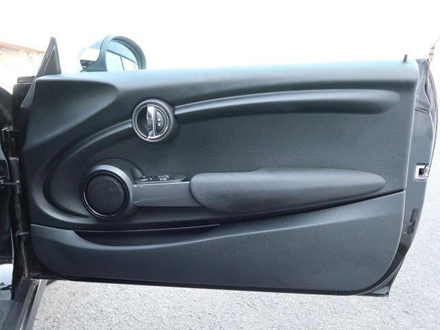 ●運転席ドアパネル『使用頻度の高いドアパネルですが、ご覧の通りきれいな状態を維持しております。』