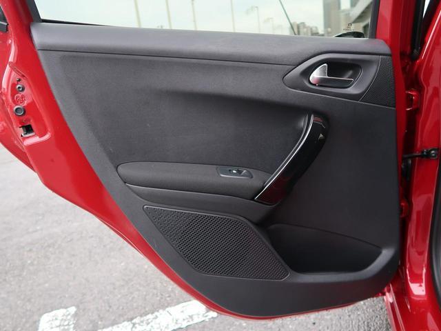 ●運転席側ドアパネルの使用感:擦れ・キズも少なく、ご覧の通りきれいな状態を維持しております。また、室内クリーニング・コーティングもご用命いただけます。