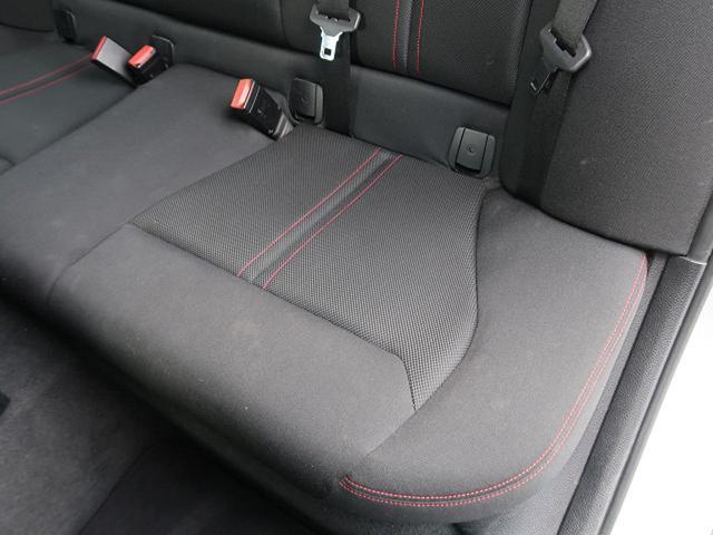 ●後席左側シートの使用感:破れ・へたりもなく、ご覧の通りきれいな状態を維持しております。また、室内クリーニング・コーティングもご用命いただけます。