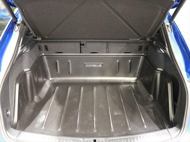 リアラゲッジも容量があり、ご家族でのドライブでも荷物をたくさん積んでいただけます。