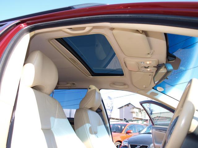 ボルボ ボルボ XC70 2.5T 4WD シートヒータ付本革パワーシート HID