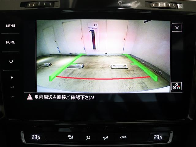 大きな画面に映るので、駐車も安心です。