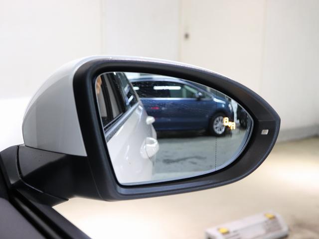 後方死角検知機能付きです。後退時衝突軽減ブレーキもついています。