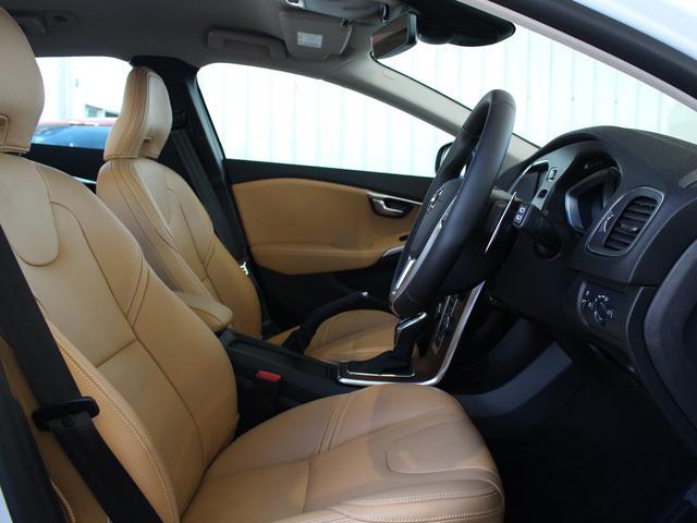 ボルボ ボルボ V40 2017年モデル D4 インスクリプション 登録済未使用車