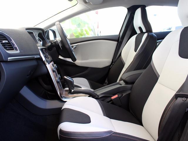ボルボ ボルボ V40 -2017モデル-クロスカントリー T5 AWD モメンタム